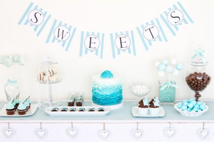 biryuzovyj-desertnyj-stol-na-svadbu Сладкий десертный стол для свадьбы, какой выбрать?