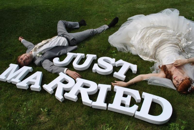 bukvy-dlya-svadebnoj-fotosessii Большие буквы в свадебном декоре для оформления свадебного торжества и фотосессии