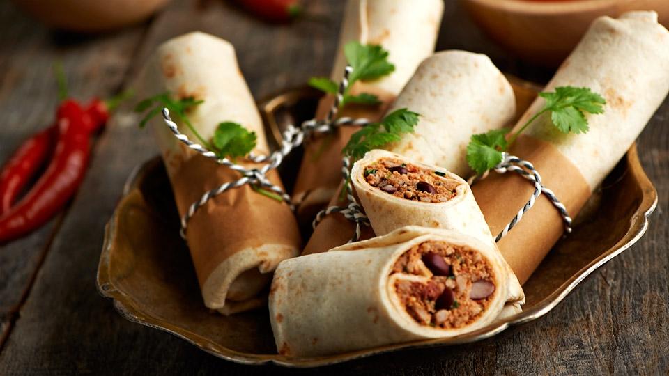 burrito-bar-na-svadbe ТОП-8 самых удивительных свадебных десертных столов со всего мира