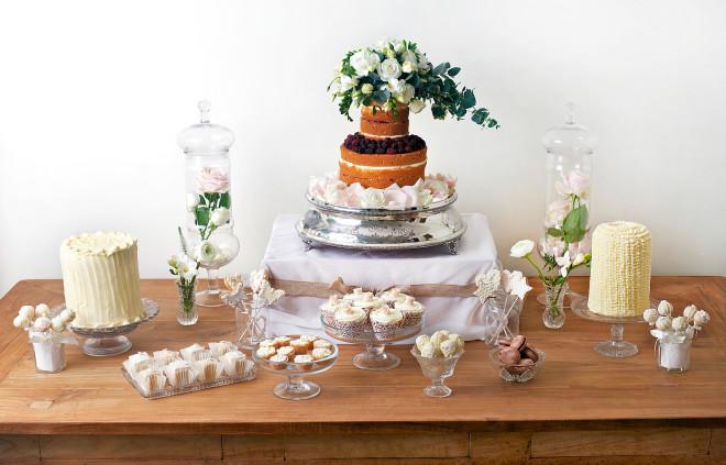 desertnyj-stol-na-svadbu-v-stile-minimalizm Сладкий десертный стол для свадьбы, какой выбрать?