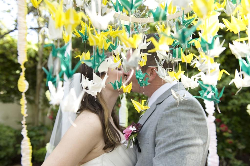 813a1727e5adaff ... girlyanda-iz-bumagi-na-svadbu Бумага в оформлении свадьбы - практичный  вариант