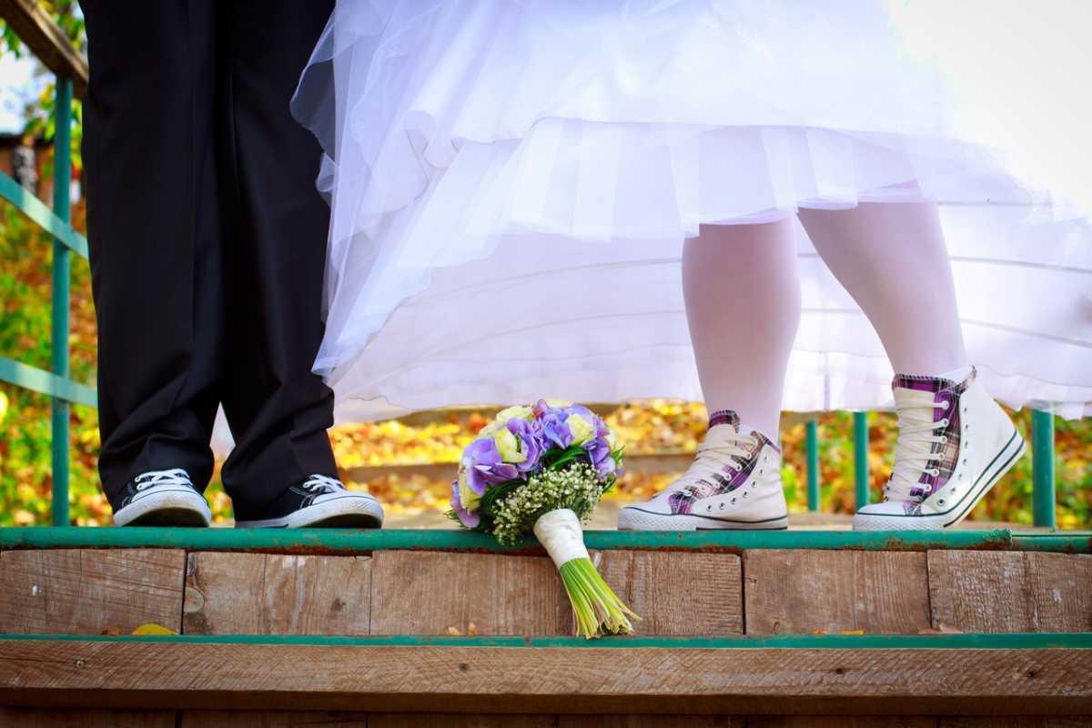 kedy-svadebnye Кеды вместо туфель для невесты на свадьбу