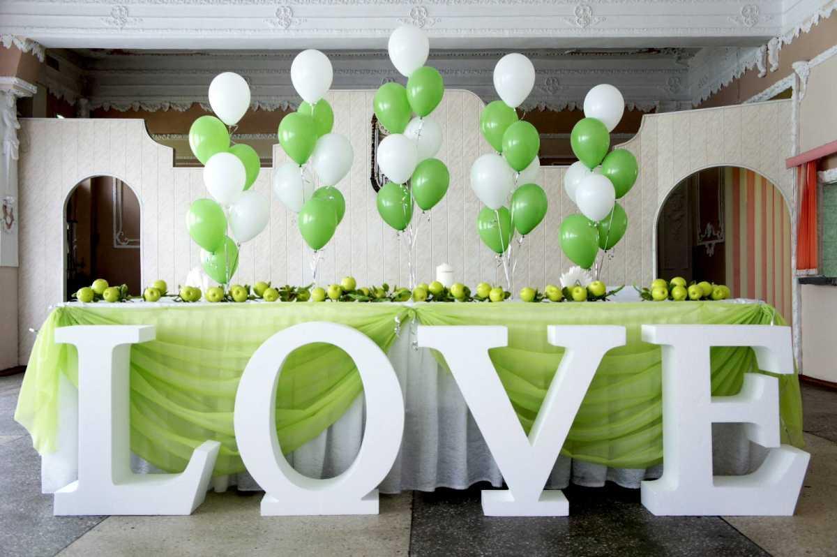 nadpis-dlya-oformleniya-svadby Большие буквы в свадебном декоре для оформления свадебного торжества и фотосессии