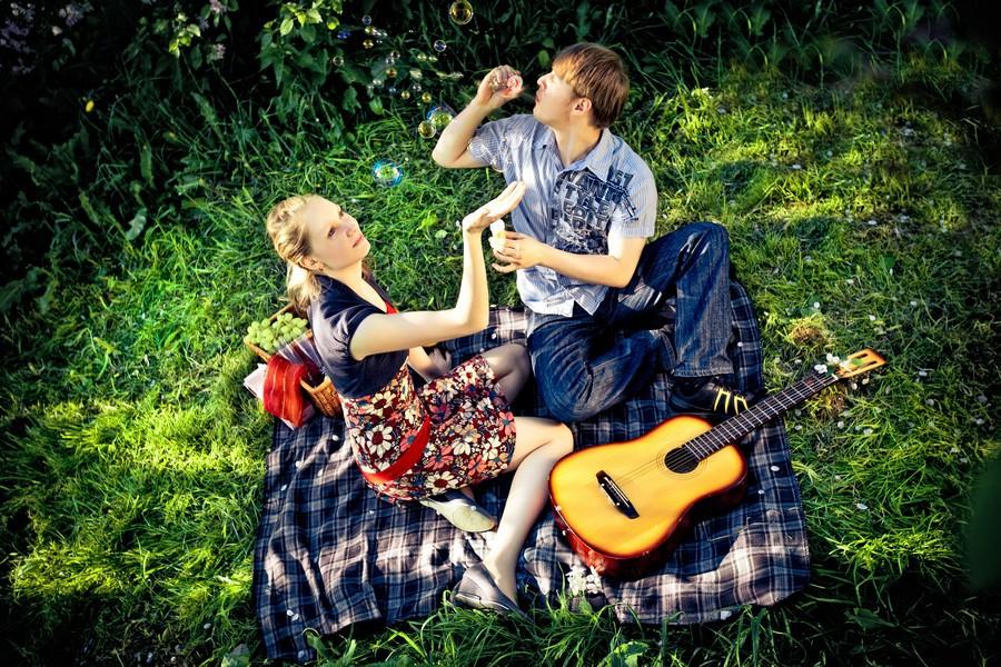 Свадебная фотосессия в форме пикника, сочетаем приятно с полезным