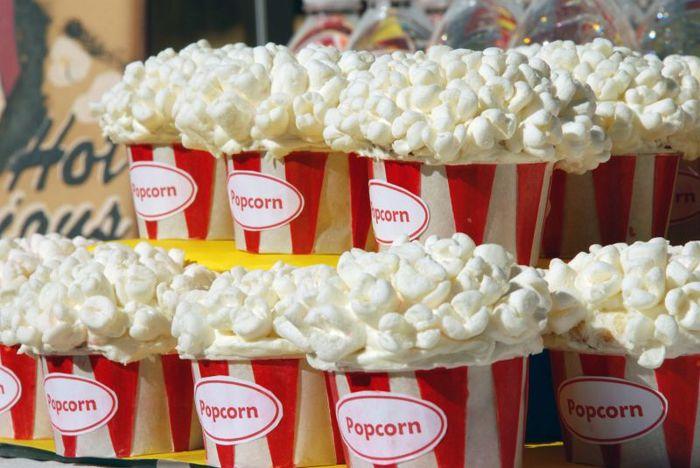 popkorn-bar-na-svadbu Попкорн бар - один из вариантов свадебного десертного стола