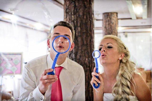 svadba-mylnye-puzyri Воздушная свадебная фотосессия с мыльными пузырями