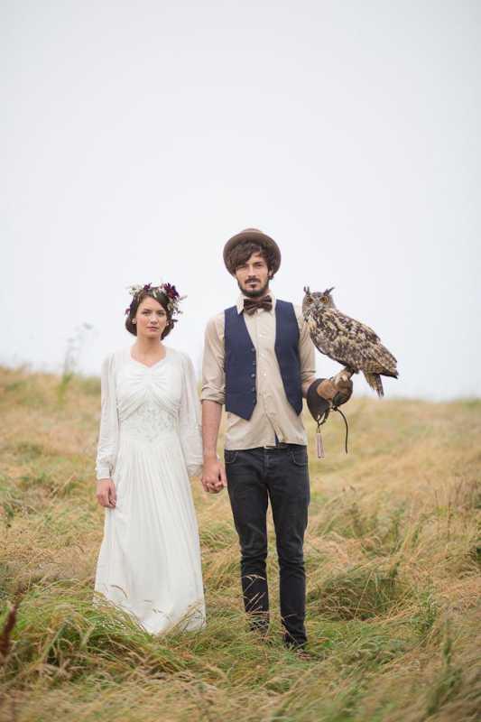 svadebnaya-fotosessiya-zheniha-i-nevesty-s-sovami Удивительная свадебная фотосессия с живыми совами