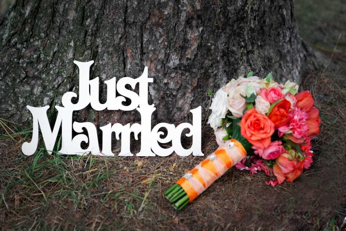 Большие буквы в свадебном декоре для оформления свадебного торжества и фотосессии
