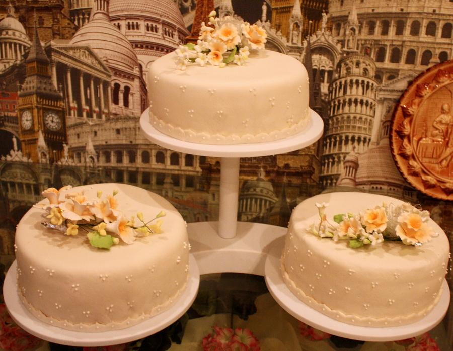 svadebnyj-tort-ruchnaya-rabota Стоит ли заказывать торт у частных кондитеров и кулинаров?
