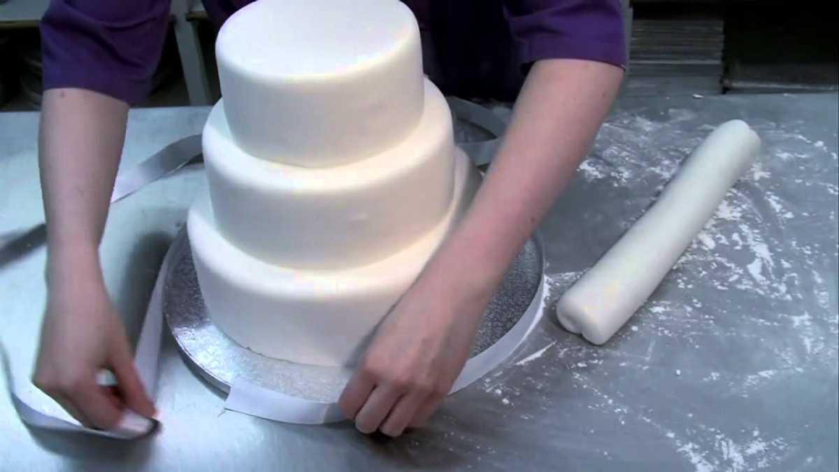 svadebnyj-tort-v-domashnih-usloviyah Стоит ли заказывать торт у частных кондитеров и кулинаров?