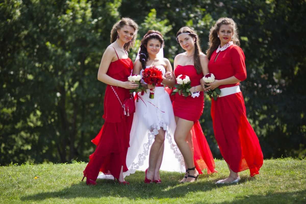 svidetelnitsy-na-svadbe Нужно ли дарить подарок свидетельнице?