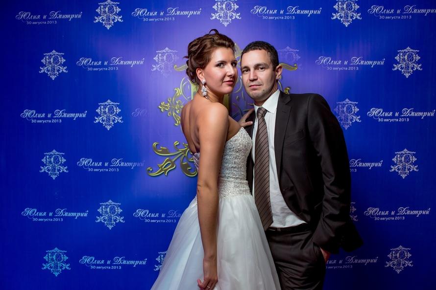 temnyj-svadebnyj-press-voll Пресс волл на свадьбу - интересная замена фотостены