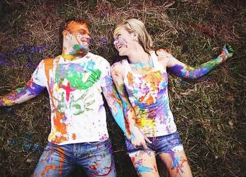 yarkaya-svadebnaya-fotosessiya Идея для свадебной фотосессии с красками