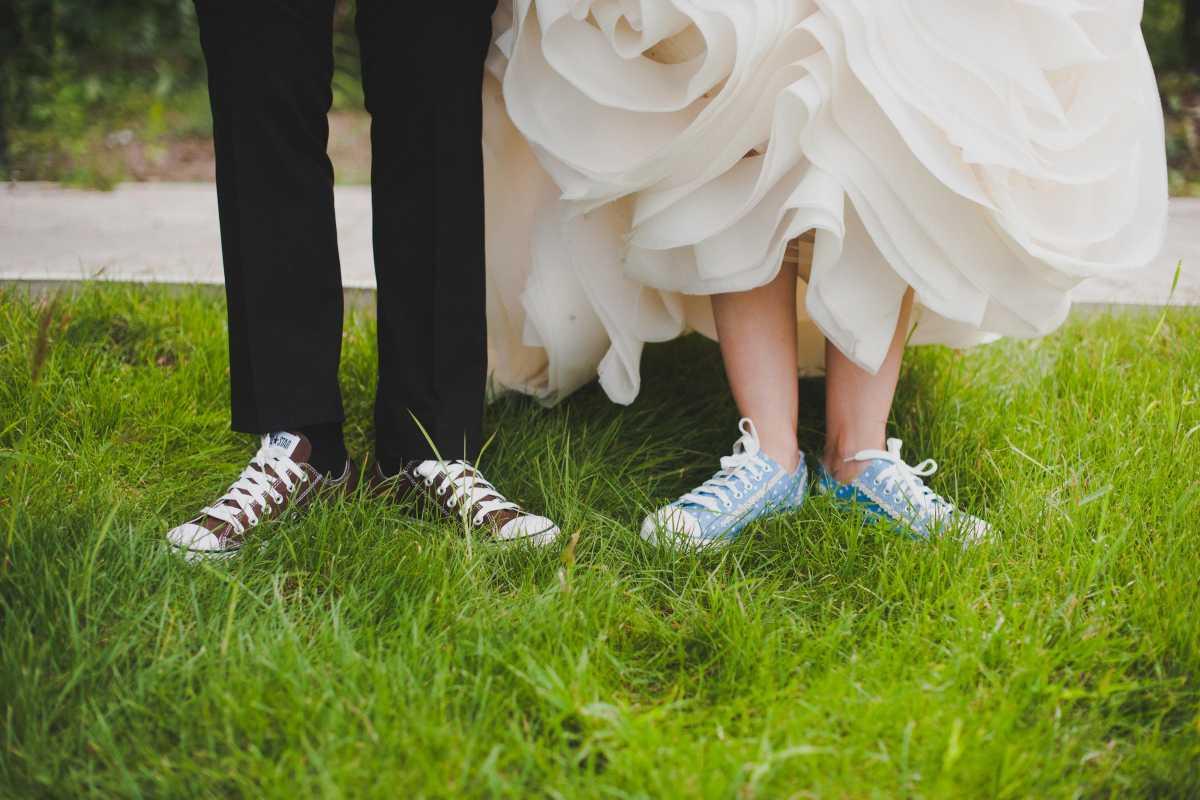Кеды вместо туфель для невесты на свадьбу
