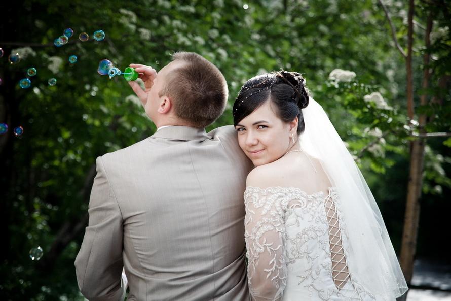Воздушная свадебная фотосессия с мыльными пузырями