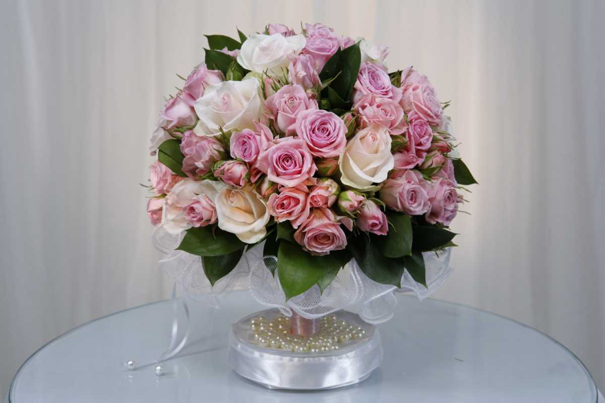 1-darim-svadebnyj-buket-na-svadbu-molodozhenam Выбираем цветы в подарок молодоженам на свадьбу