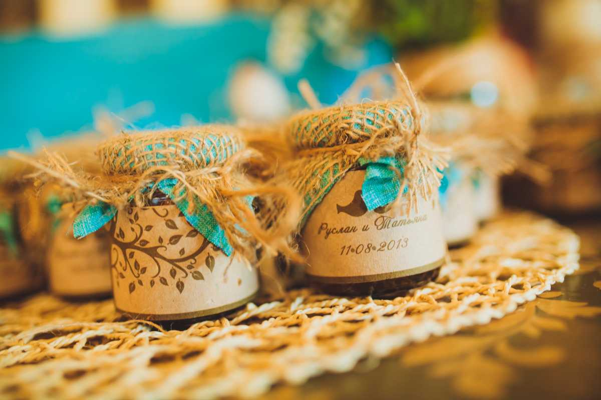 banochki-dlya-gostej-v-podarok Вместо свадебных бонбоньерок баночки, в подарок гостям на свадьбу