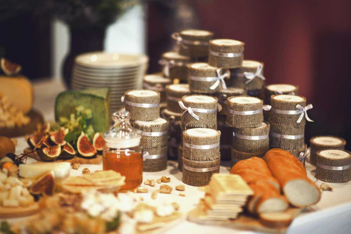 banochki-s-ugoshheniem-v-podarok-gostyam Вместо свадебных бонбоньерок баночки, в подарок гостям на свадьбу