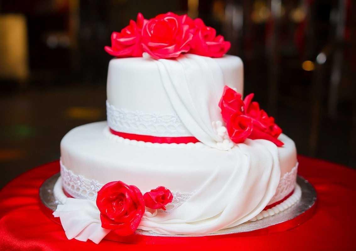 kak-podat-tort-na-svadbu-originalno Как подать свадебный торт