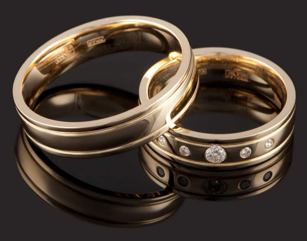 koltsa-na-svadebnoe-torzhestvo-ruchnoj-raboty Свадебные кольца ручной работы