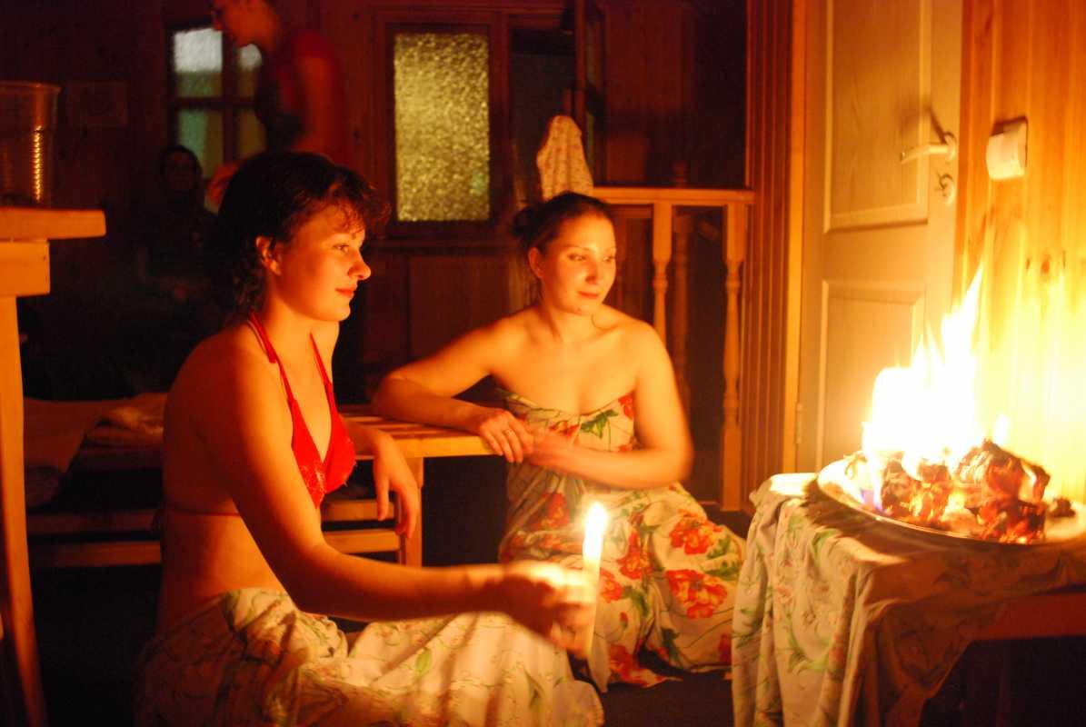 lyubovnye-gadaniya-na-devichnike Свадебные гадания для девичника на свечах