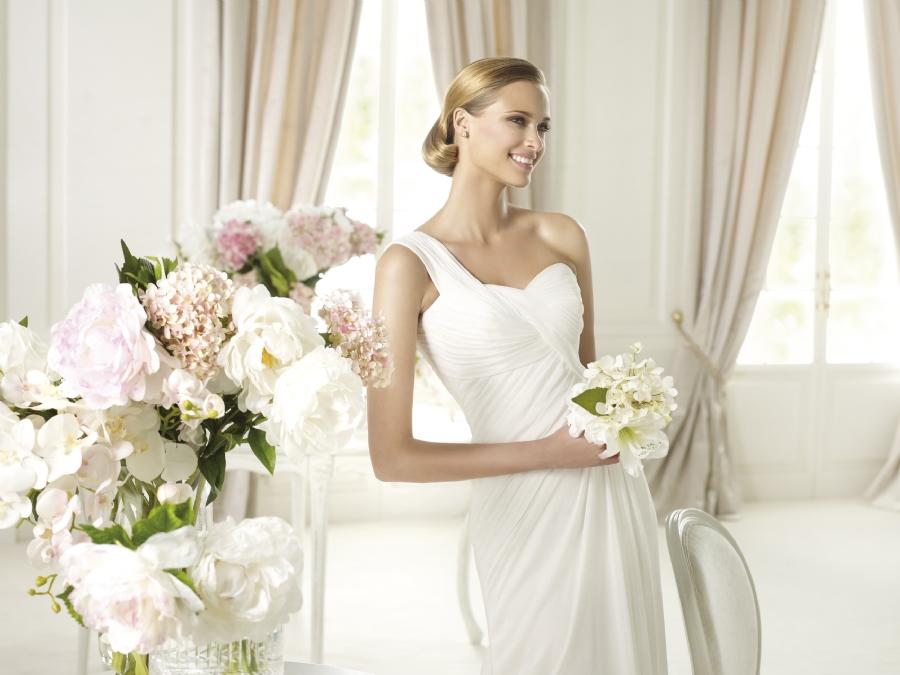 plate-dlya-vtorogo-dnya-svadby-prostogo-pokroya Выбираем наряд для второго дня свадьбы