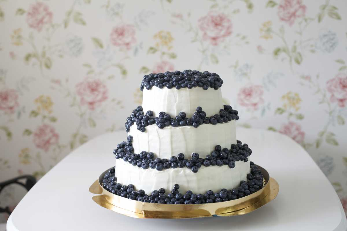 podaem-svadebnyj-tort-na-podnose Как подать свадебный торт