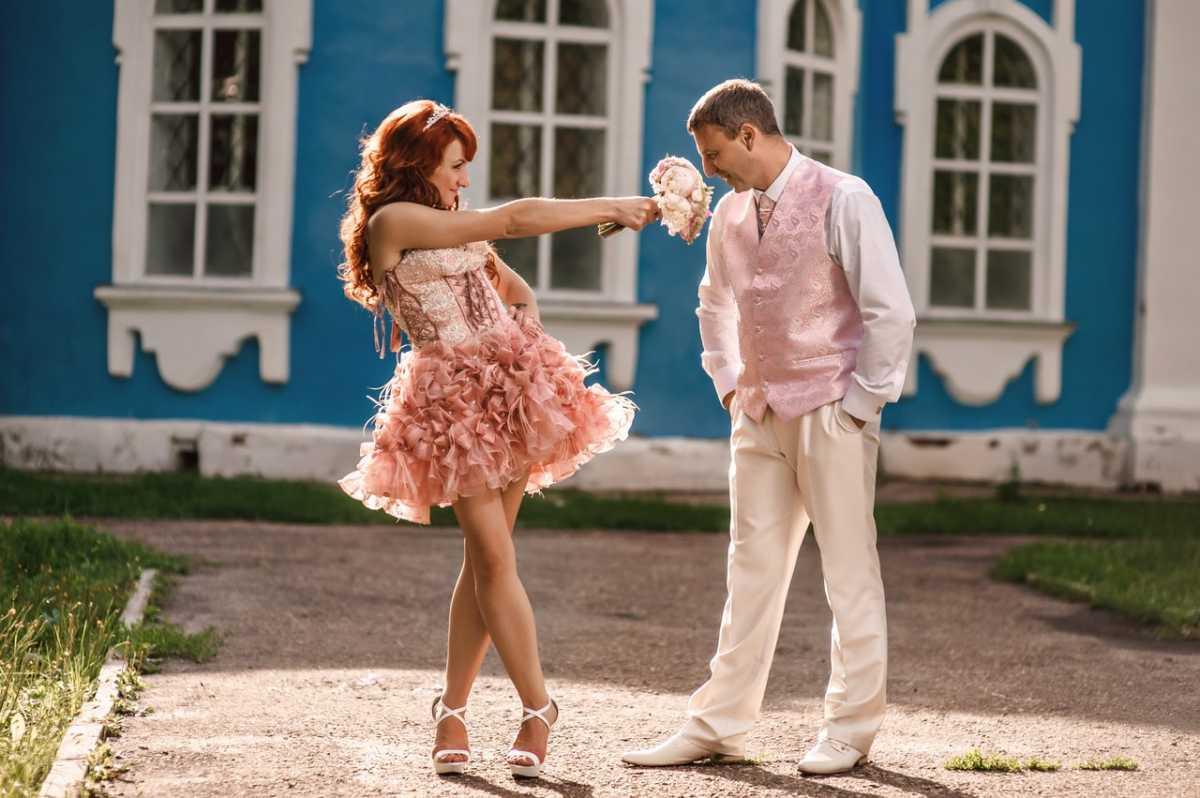 svadebnoe-plate-dlya-tematicheskoj-svadby-vtorogo-dnya Выбираем наряд для второго дня свадьбы