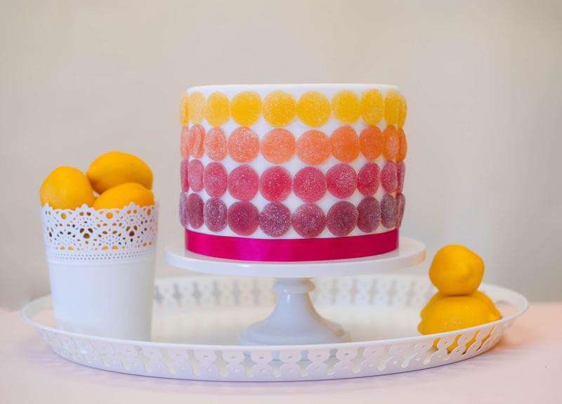 Бюджетный вариант свадебного торта с мармеладом