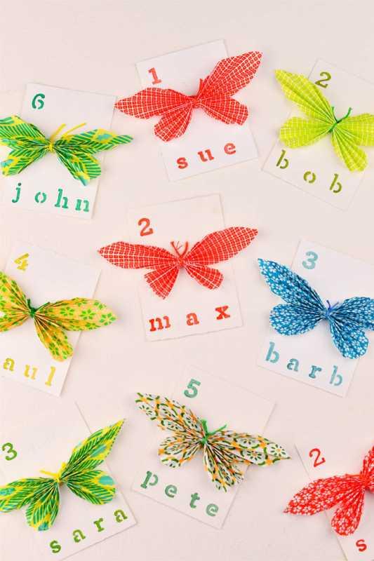 Делаем карточки для рассадки гостей с бабочками