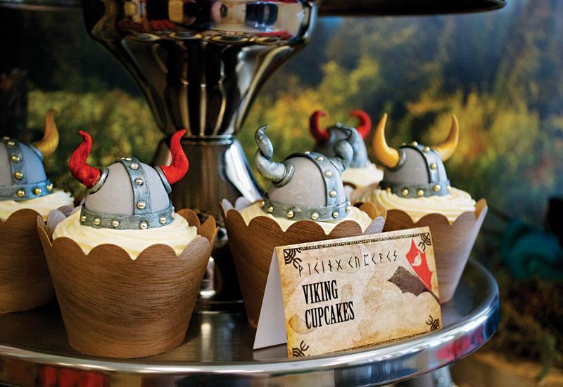 1-Kendi-Bar-v-stile-vikingi-dlya-malchishnika Кэнди бар на свадьбу- более 100 идей и решений