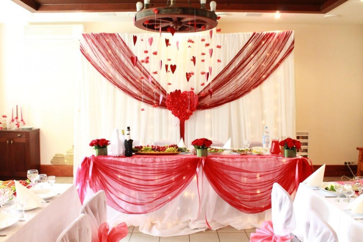 1-Krasnoe-oformlenie-svadebnogo-zala Красное оформление свадьбы и свадебного зала
