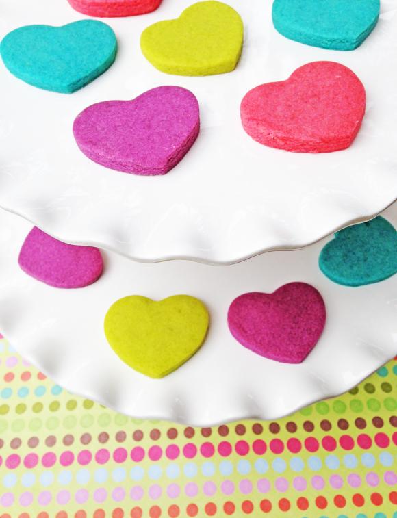 Неоновые сердечки на свадьбу для торжества в стиле радуга