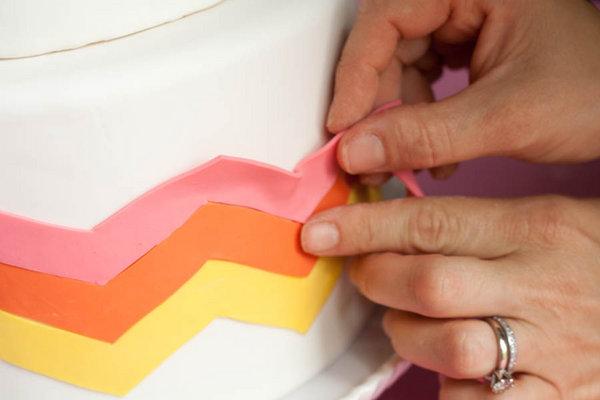 Мастер класс: Декорируем свадебный торт марципаном своими руками.