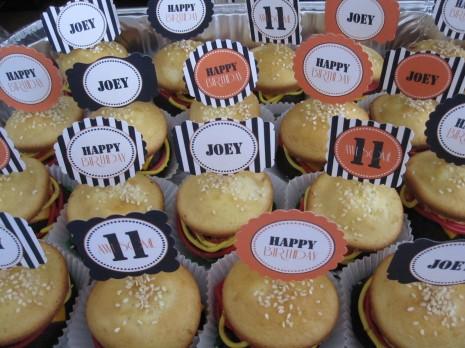 Капкейки в виде гамбургера на свадьбу или день рождение – оригинальный вариант сладкого угощения