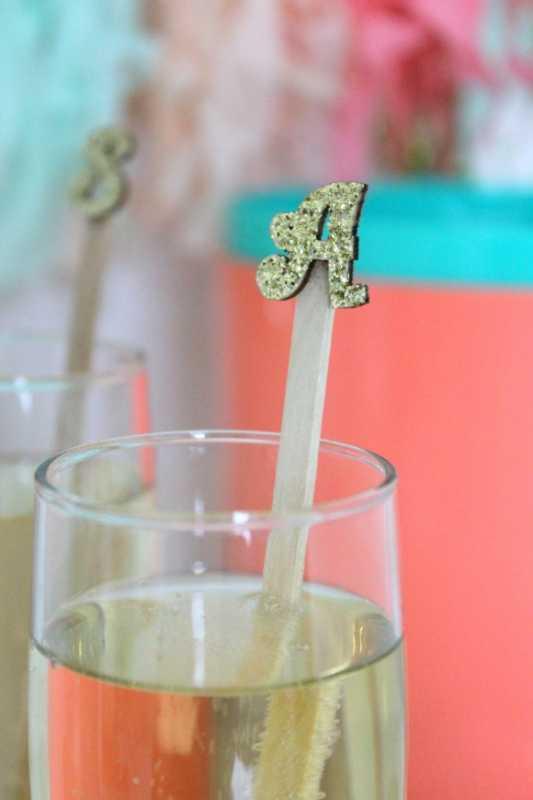 Используем Монограммы для декора свадебных напитков