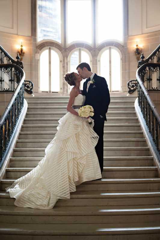 Яркая полоска в декоре свадьбы, поможет разнообразить любое свадебное торжество