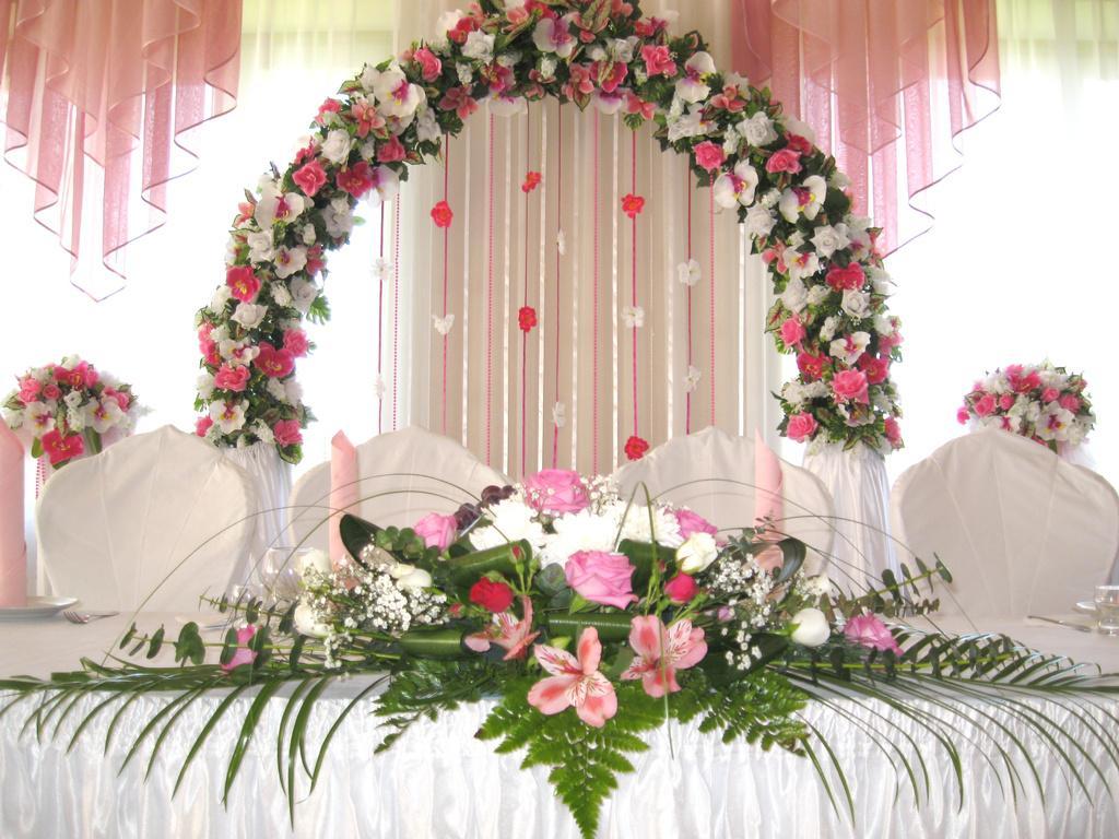 Цветочные арки в оформлении свадьбы