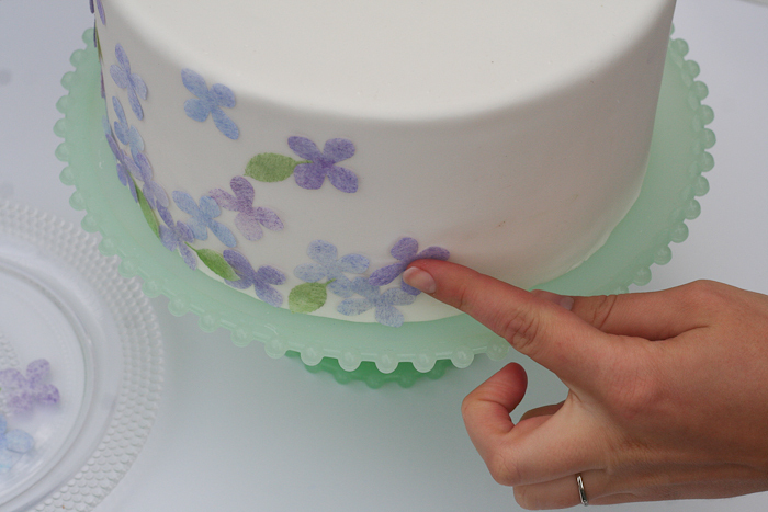 Dekor-torta-v-akvarelnom-stile-svoimi-rukami-10 Мастер-класс: Декор торта в акварельном стиле своими руками