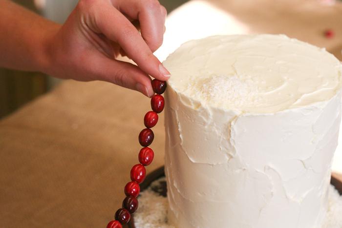 Dekor-zimnego-svadebnogo-torta-svoimi-rukami-11 Декор зимнего свадебного торта своими руками