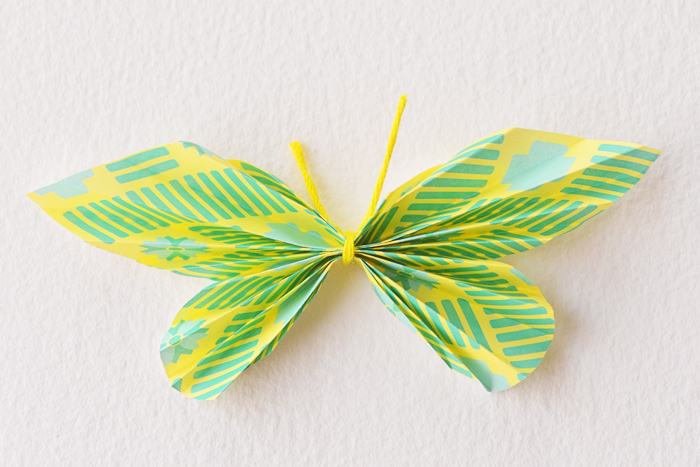 Delaem-kartochki-dlya-rassadki-gostej-s-babochkami-101 Делаем карточки для рассадки гостей с бабочками