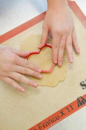 Delaem-sladkuyu-monogrammu-na-svadebnyj-tort-3 Делаем сладкую монограмму на свадебный торт