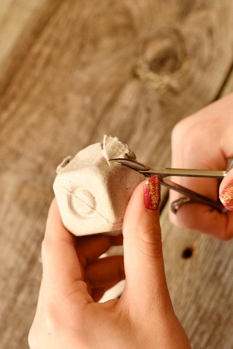 Kartochki-rassadki-v-vide-roz-2 Карточки рассадки в виде роз на свадьбу