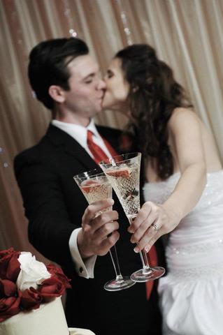 Klubnichnoe-shampanskoe-na-svadbu-2 Шампанское с клубникой на свадьбу