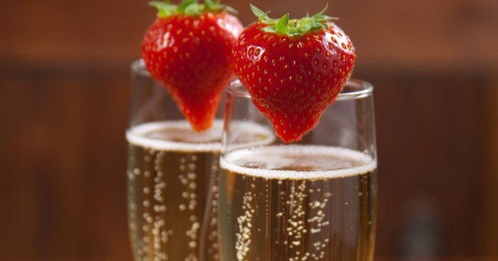 Klubnichnoe-shampanskoe-na-svadbu-5 Шампанское с клубникой на свадьбу
