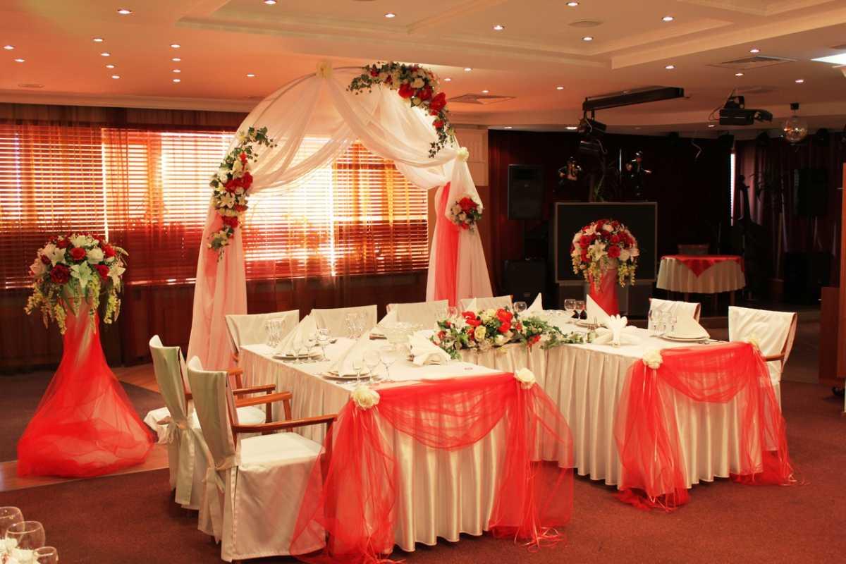 Krasnoe-oformlenie-svadebnogo-zala-2 Красное оформление свадьбы и свадебного зала