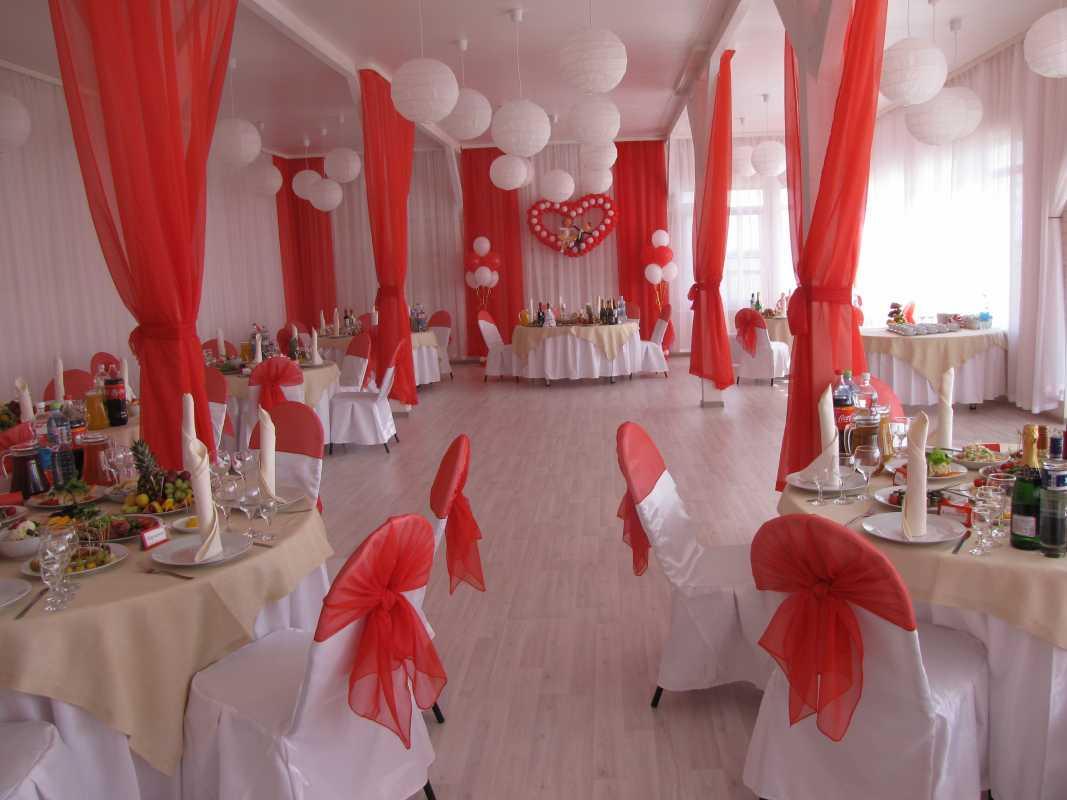 Krasnoe-oformlenie-svadebnogo-zala-3 Красное оформление свадьбы и свадебного зала