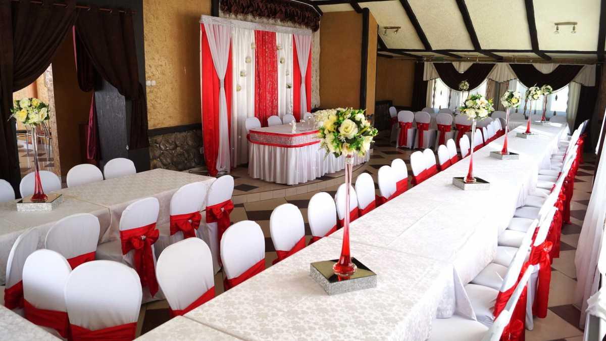 Krasnoe-oformlenie-svadebnogo-zala-4 Красное оформление свадьбы и свадебного зала