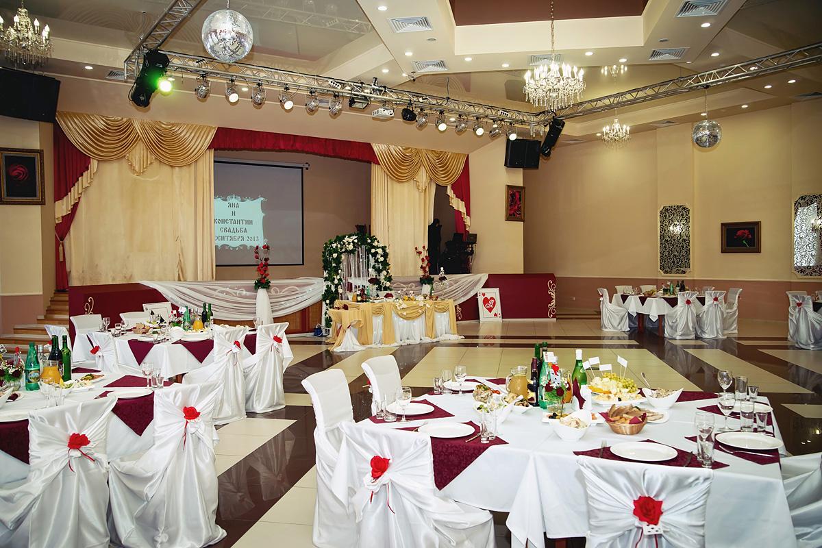 Krasnoe-oformlenie-svadebnogo-zala-7 Красное оформление свадьбы и свадебного зала