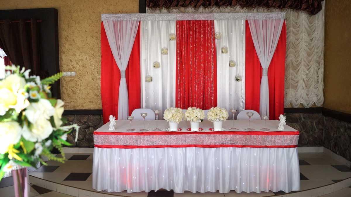 Krasnoe-oformlenie-svadebnogo-zala-9 Красное оформление свадьбы и свадебного зала